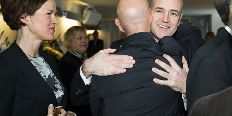 Fredrik Reinfeldt hälsar på Micael Bindefeld och Anna Kinberg Batra